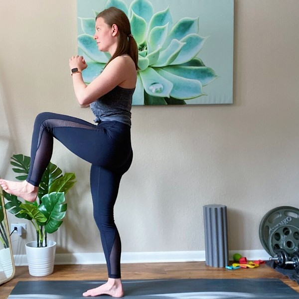 Alternating Reverse Lunge with Knee Lift Position 2