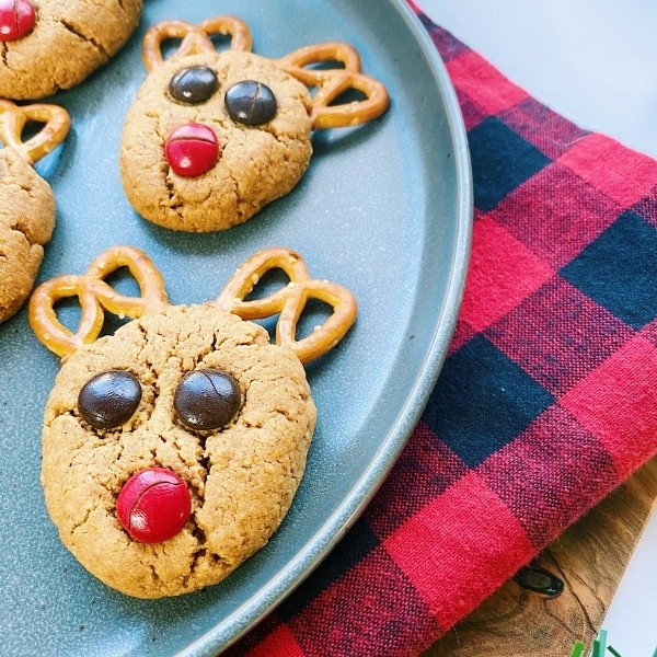 plate of reindeer cookies